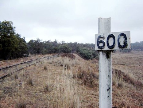 Abandoned section of the Main North line north of Armidale with a post marking the distance from Sydney Central station. Photo by: Kiwifruitboi